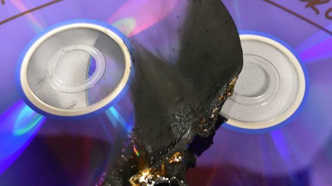 Hoffentlich gibt's ein Backup: Brandschaden an einem optischen Datenträger.