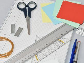 Die Arbeit kann beginnen... für das neue Projekt liegen die wichtigsten Büromaterialien bereit.